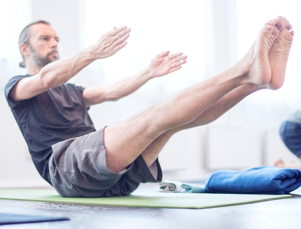 Yoga för män fortsättningskurs -Yogashala stockholm